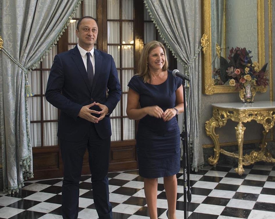 El delegado del Gobierno en Andalucía y la presidenta de Diputación