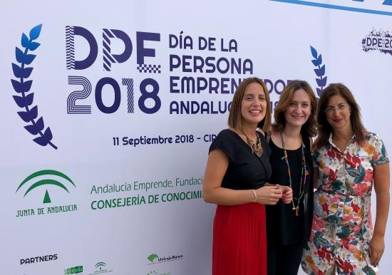 Ana Carrera con personal de la Oficina ITI