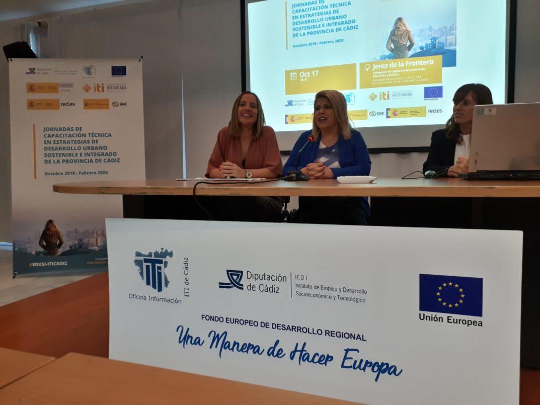 Inauguración de las Jornadas de Capacitación Técnica EDUSI-ITICADIZ en Jerez, por Ana Carrera y la Alcaldesa de Jerez, Mamen Sánchez.