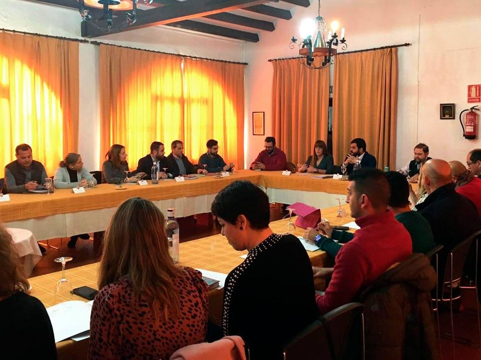 La Junta de Andalucía presenta a los alcaldes de los Pueblos Blancos el proyecto de la ITI
